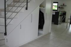 Penderie et rangement sous escalier
