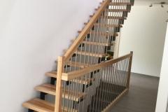 Escalier en frêne avec limon métallique