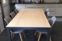 Table à manger plateau en érable avec pied métallique